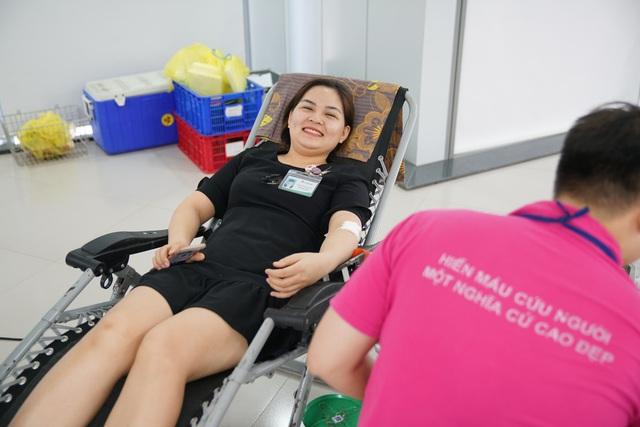 Dân văn phòng hào hứng tham gia hiến máu tình nguyện - Ảnh 1.