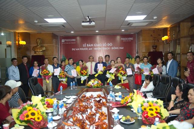 Phúc Khang trao sổ đỏ cho bạn Dự án Phước An - Nhơn Trạch – Đồng Nai - Ảnh 2.