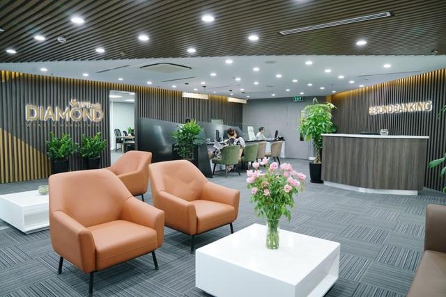 Tầng lớp người giàu tăng nhanh, các ngân hàng đua nhau hút khách VIP - Ảnh 2.