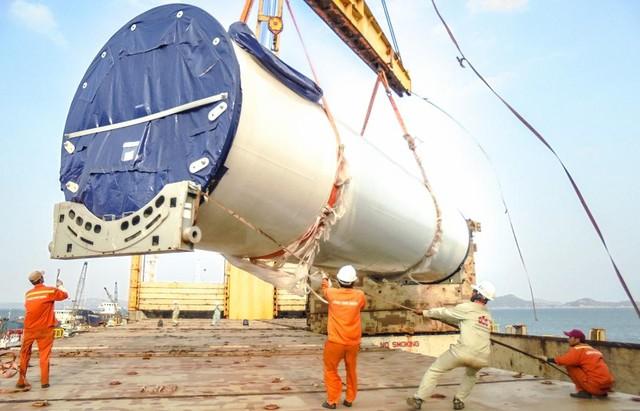 Những chiếc turbine gió đầu tiên đã về với Tây Nguyên - Ảnh 1.