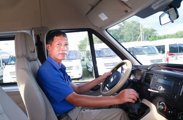 Những lái xe gạo cội đánh giá toàn diện ưu/nhược của Ford Transit - Ảnh 2.