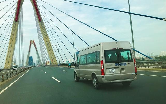 Những lái xe gạo cội đánh giá toàn diện ưu/nhược của Ford Transit - Ảnh 4.