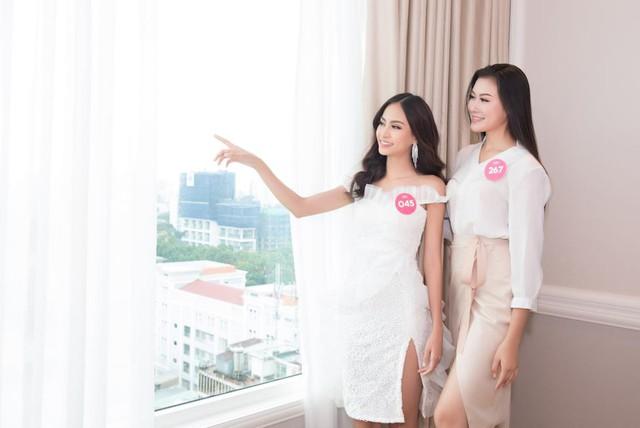 Thí sinh HHVN 2018 hào hứng khám phá căn hộ Thụy Sỹ sang trọng giữa lòng Sài Gòn - Ảnh 6.