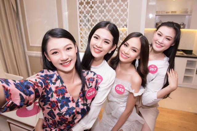 Thí sinh HHVN 2018 hào hứng khám phá căn hộ Thụy Sỹ sang trọng giữa lòng Sài Gòn - Ảnh 7.
