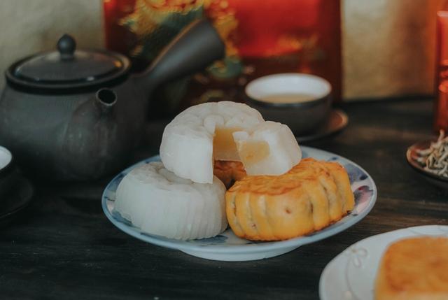 Sức sống mãnh liệt của chiếc bánh nướng, bánh dẻo gói cả mùa trăng Hà Nội - Ảnh 1.