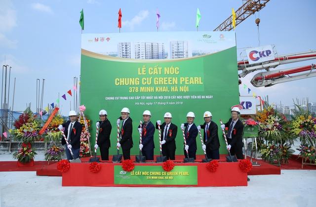 Chung cư Green Pearl 378 Minh Khai thi công vượt công đoạn, chính thức cất nóc vào ngày 23/09/2018 - Ảnh 2.