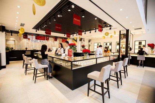 Khách hàng thành phố Hồ Chí Minh có thêm một địa điểm mua sắm trang sức, vàng bạc đá quý uy tín - Ảnh 2.