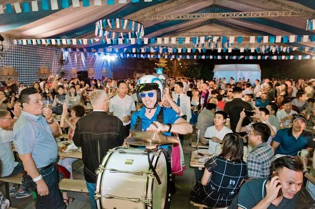 Trải nghiệm sự kiện Oktoberfest chính thống tại Việt Nam - Ảnh 2.