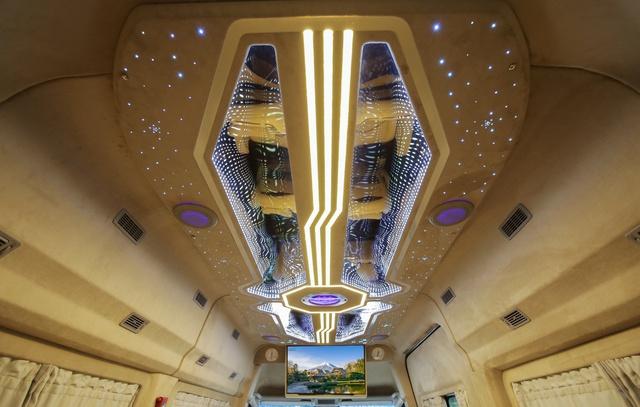 Chiêm ngưỡng nội thất Limousine sang trọng của dòng xe Skybus Solati X Series - Ảnh 2.