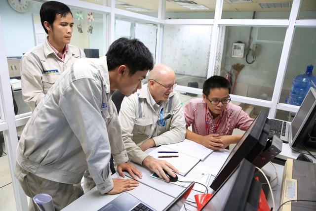Nhà máy NLSH Dung Quất chính thức khởi động lại - Ảnh 1.