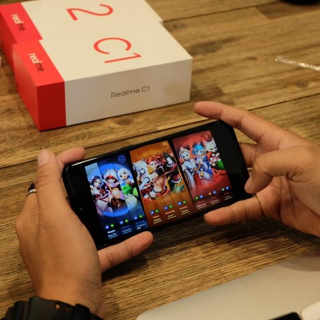 Offline Realme 2 Series thu hút người dùng trẻ tại TP. HCM - Ảnh 1.