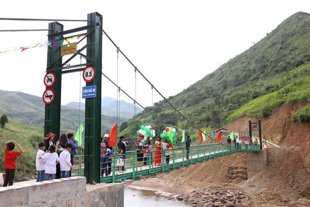 Nhựa Tiền Phong khánh thành cây cầu yêu thương số 3 tặng bà con xã Nậm Xỏ, Lai Châu - Ảnh 2.