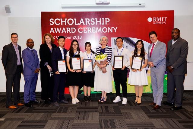 RMIT trao tặng 32 tỉ đồng học bổng năm 2018 - Ảnh 1.