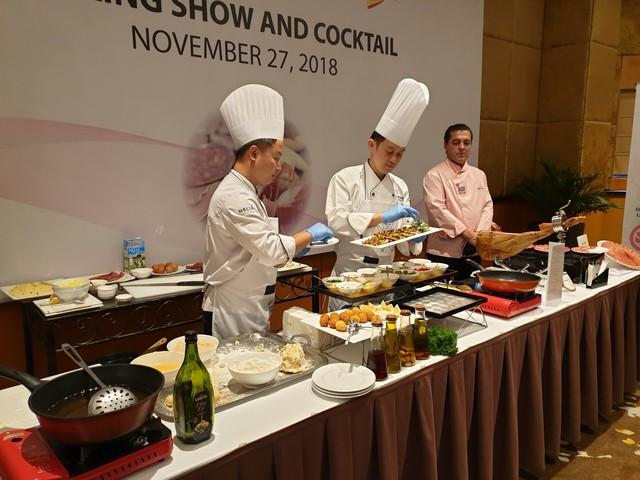 Người tiêu dùng Việt hào hứng với sự kiện giới thiệu thịt heo trắng Tây Ban Nha - Ảnh 1.