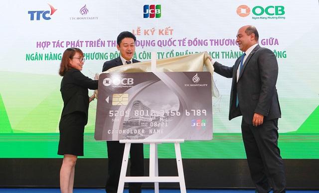 Thành Thành Công hợp tác triển khai thẻ tín dụng quốc tế đồng thương hiệu OCB TTC Hospitality JCB Platinum - Ảnh 2.