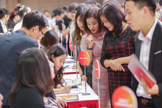 VinCity lại gây chú ý với hàng nghìn người chen chân thăm nhà mẫu tại dự án thứ 2 mang tên VinCity Sportia - Ảnh 1.