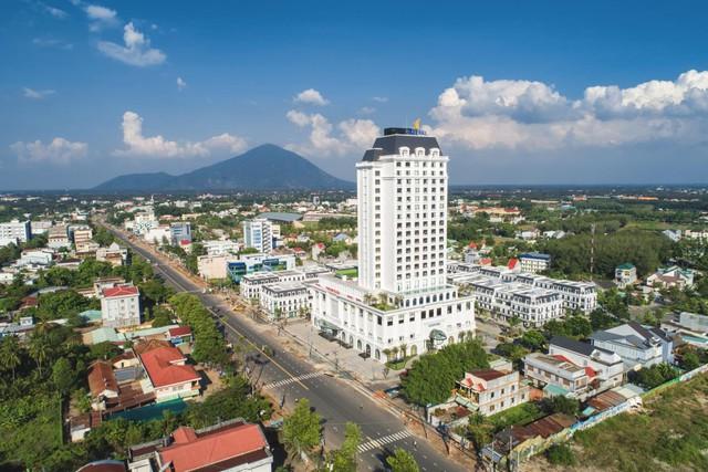 Bất ngờ với vẻ đẹp của khách sạn 5 sao tại xứ chùa Tây Ninh