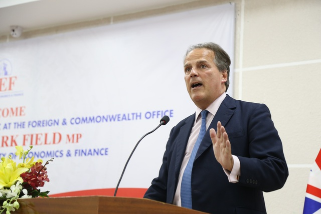 Bộ trưởng Nhà nước, Quốc vụ khanh Vương quốc Anh dành nhiều lời khuyên giá trị cho sinh viên UEF - Ảnh 1.
