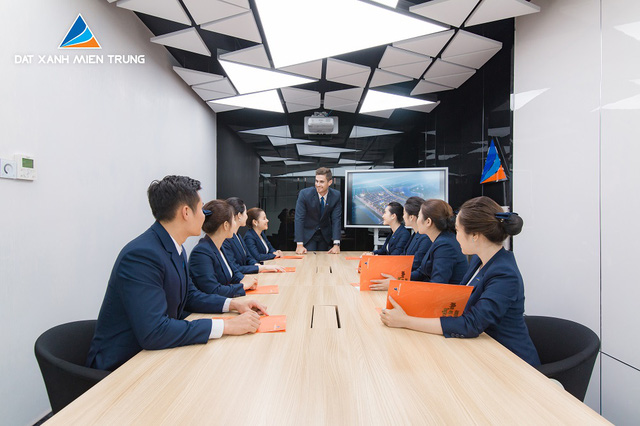 Đất Xanh Miền Trung dành 60 tỷ đồng thưởng Tết cho Ban điều hành và HĐQT Công ty - Ảnh 2.