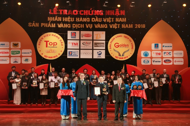"""Văn Phú – Invest được vinh danh tại Top 50 """"Nhãn hiệu hàng đầu Việt Nam"""" - Ảnh 2."""