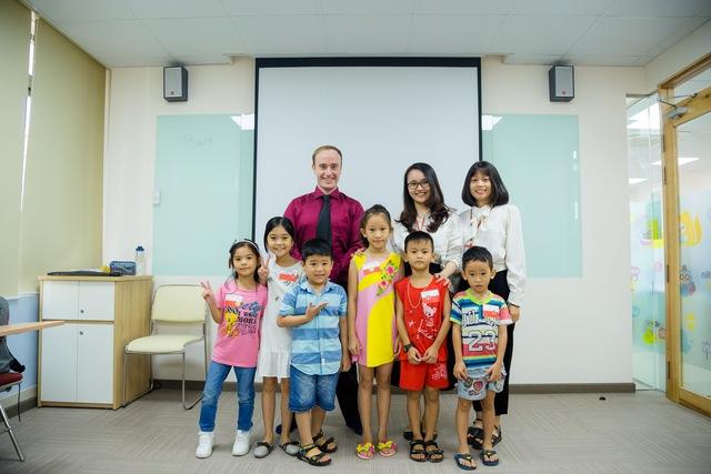 Anh văn Hội Việt Mỹ VUS tưng bừng ra mắt trung tâm thứ 2 tại Bình Dương - Ảnh 2.