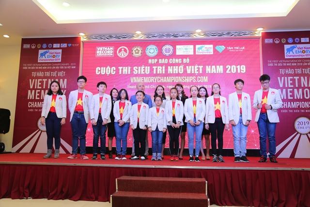 Học sinh 12 tuổi lập kỷ lục Siêu trí nhớ Việt Nam - Ảnh 1.
