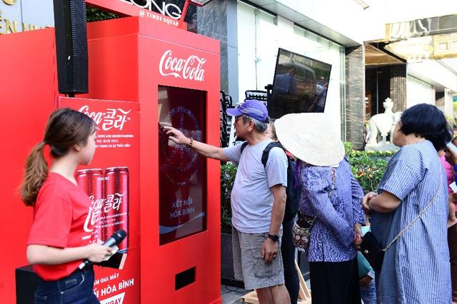 """Trên tay phiên bản Coca-Cola đặc biệt mà nhiều người quyết tâm """"để ngắm chứ không uống"""" - Ảnh 1."""