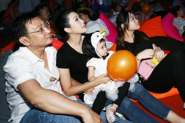 Gia đình Hoa hậu Diễm Hương,Trịnh Kim Chi và Phạm Anh Khoa cùng thám hiểm rạp chiếu phim hình vòm - Ảnh 3.