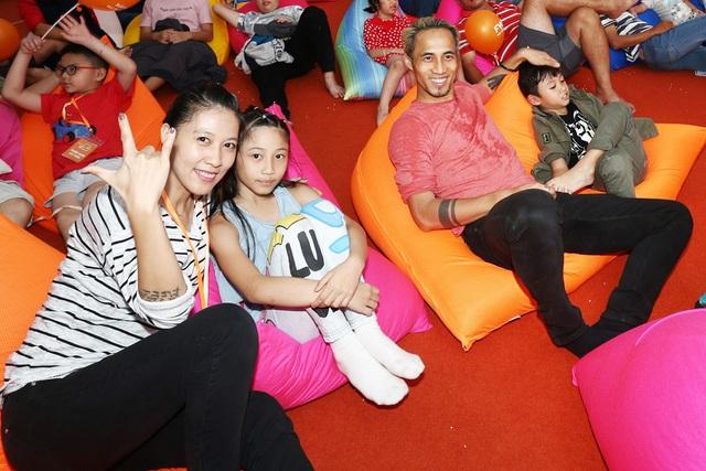 Gia đình Hoa hậu Diễm Hương,Trịnh Kim Chi và Phạm Anh Khoa cùng thám hiểm rạp chiếu phim hình vòm - Ảnh 4.