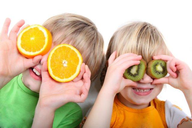 Những thực phẩm nên bổ sung cho bé mùa nóng - Ảnh 2.