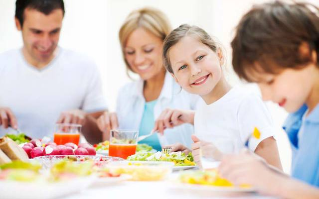 Những thực phẩm nên bổ sung cho bé mùa nóng - Ảnh 3.
