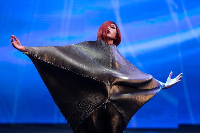 """Allilon London làm """"Lay động"""" cả khán phòng Davines Hair Show 2017 - Ảnh 1."""