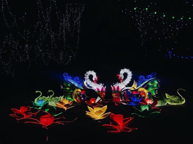 Choáng ngợp với lễ hội hòa âm ánh sáng tại Hà Nội - Ảnh 2.
