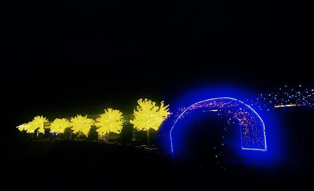 Choáng ngợp với lễ hội hòa âm ánh sáng tại Hà Nội - Ảnh 3.