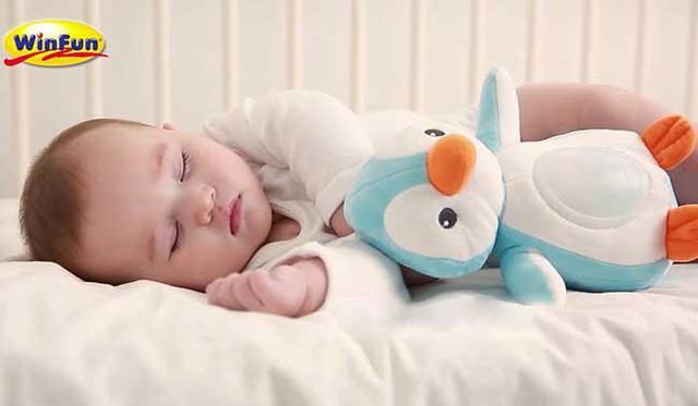 Lựa chọn đồ chơi an toàn cho trẻ sơ sinh - Ảnh 1.