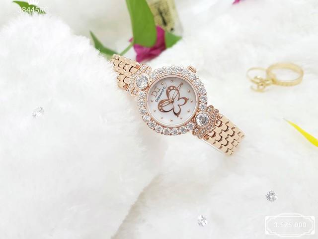 Đăng Quang Watch phân phối đa dạng sản phẩm với các mẫu mã tinh tế, thời thượng cùng giá thành kinh tế.