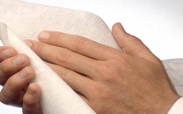 Cảnh báo các mẹ về nguy cơ nhiễm khuẩn nếu sử dụng khăn giấy không rõ nguồn gốc - Ảnh 1.