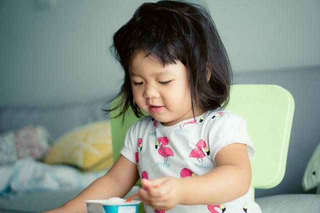Trẻ hay bị táo bón, mẹ cần xem lại ngay chế độ ăn uống của trẻ - Ảnh 1.