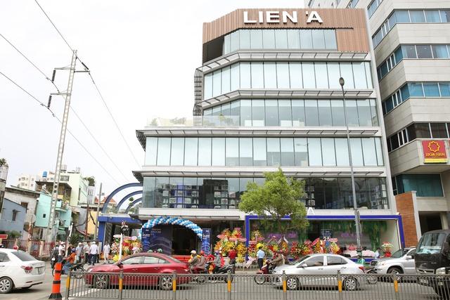 Liên Á ra mắt showroom lớn nhất tại trung tâm thành phố Hồ Chí Minh - Ảnh 1.