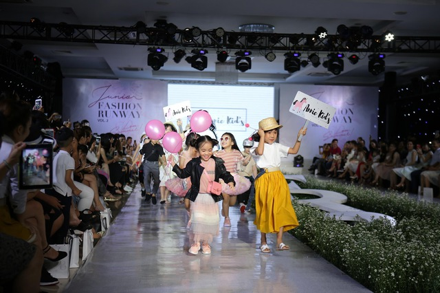 Junior Fashion Runway Vol. 2 thổi làn gió mới vào thời trang mùa hè 2018 - Ảnh 1.
