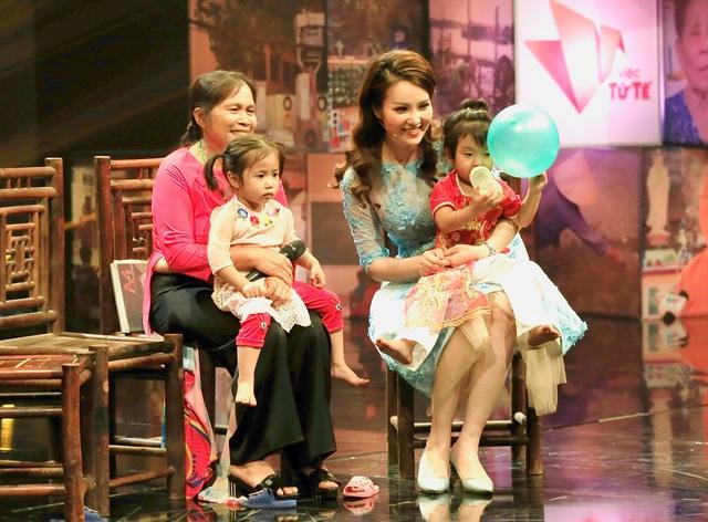 BTV Thụy Vân: Hạnh phúc gia đình là sự sẻ chia và yêu thương vô điều kiện - Ảnh 2.