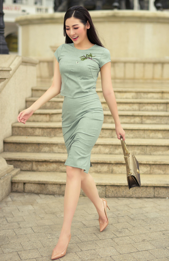 Á hậu Dương Tú Anh thanh lịch và quyến rũ trong BST mùa hè của NTK Helene Hoài - Ảnh 15.