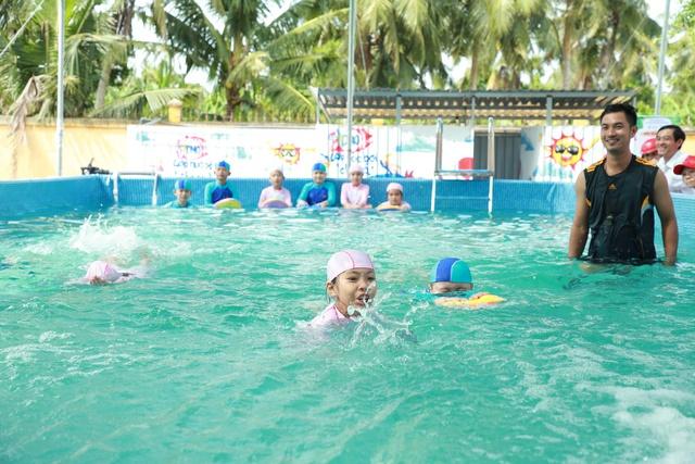 """Khánh thành """"Lớp học bơi cho cá"""" đầu tiên tại Vĩnh Long - Ảnh 10."""