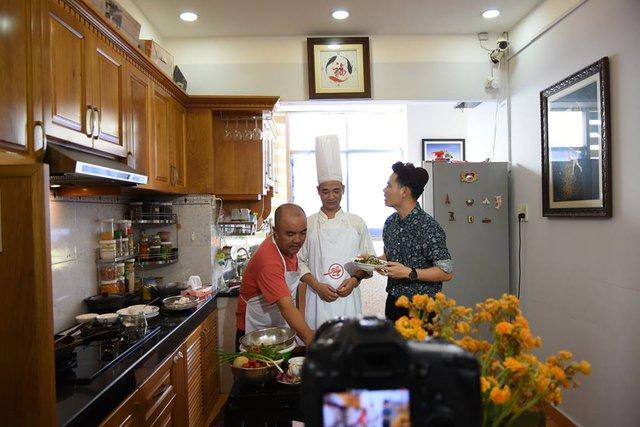 """Sỹ Luân, Quốc Thuận, Ngọc Tưởng khoe tài nấu ăn với """"Vào bếp khó gì"""" - Ảnh 2."""