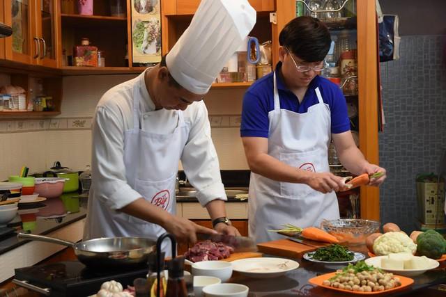 """Sỹ Luân, Quốc Thuận, Ngọc Tưởng khoe tài nấu ăn với """"Vào bếp khó gì"""" - Ảnh 3."""