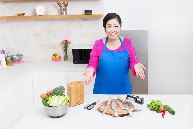 7 món không thể thiếu trong bộ dao nhà bếp của nghệ sĩ Hồng Vân - Ảnh 1.