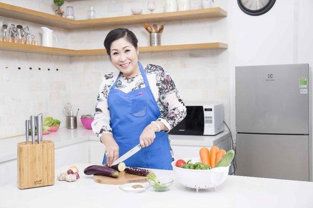 7 món không thể thiếu trong bộ dao nhà bếp của nghệ sĩ Hồng Vân - Ảnh 2.
