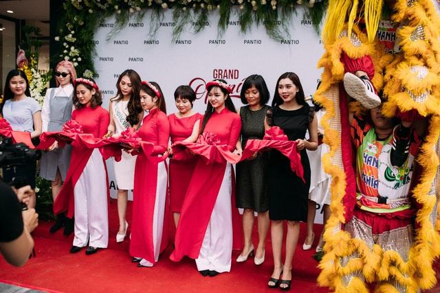 Những set đồ công sở đẹp mê ly cho nàng sành điệu đón thu 2018 tại cửa hàng Pantio đầu tiên ở Sài Gòn - Ảnh 8.
