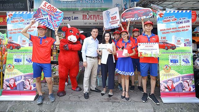 """Đường phố Hà Nội """" náo nhiệt """" với hàng trăm chuyến du lịch Singapore hấp dẫn từ Con Bò Cười - Ảnh 2."""