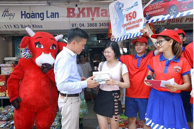 """Đường phố Hà Nội """" náo nhiệt """" với hàng trăm chuyến du lịch Singapore hấp dẫn từ Con Bò Cười - Ảnh 3."""